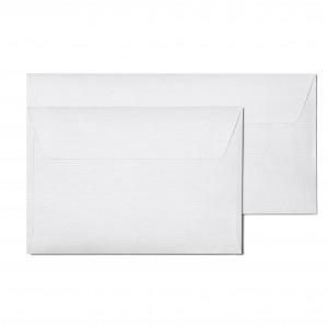 białe ozdobne koperty